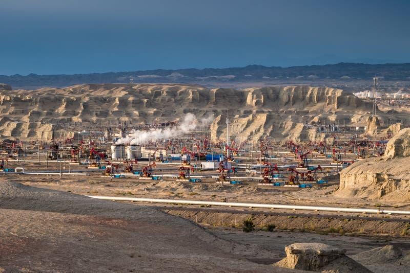Landform месторождения нефти и ветровой эрозии стоковая фотография rf