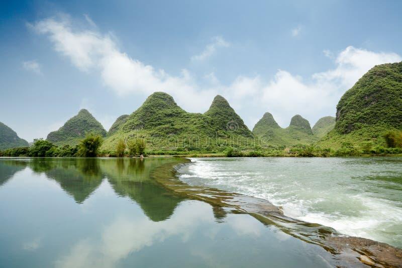 Landform bonito do cársico com o rio do yulong imagem de stock royalty free