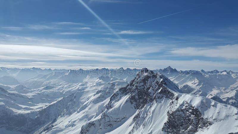 Горная цепь, гористые Landforms, небо, гора стоковая фотография rf