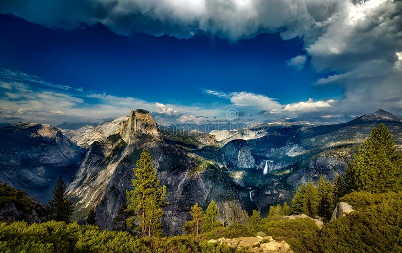 Небо, природа, гористые Landforms, гора стоковое изображение