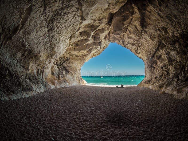 Landforms costieri ed oceanici della caverna del mare, arco naturale, roccia fotografie stock libere da diritti