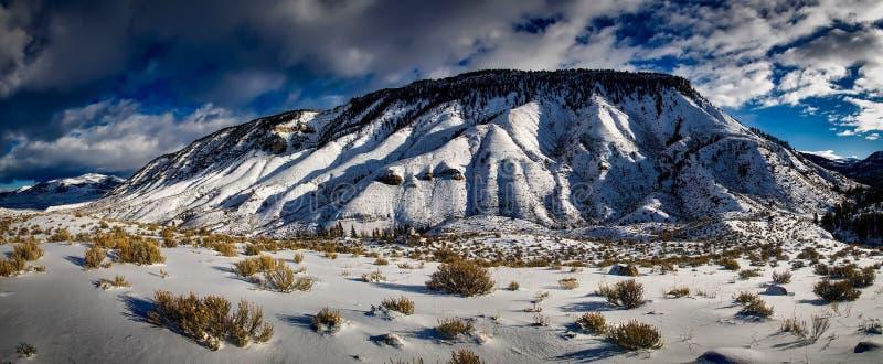 Landforms montagnosi, montagna, cielo, inverno fotografia stock libera da diritti