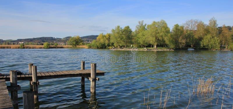 Landgång på sjön Pfaffikon fotografering för bildbyråer