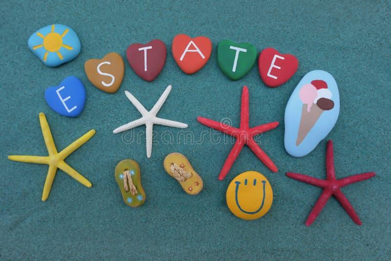 Landgoed, de zomer Italiaans woord met gekleurde stenen over groen zand vector illustratie