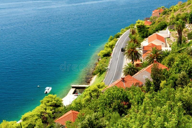 Landhäuser auf dalmatinischer Küste lizenzfreie stockfotografie
