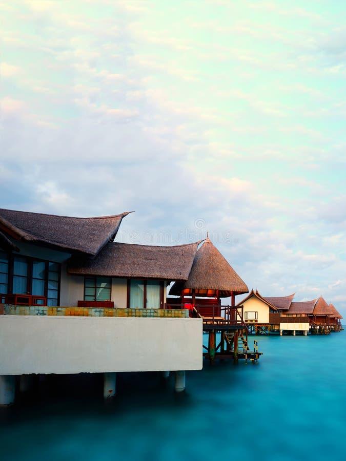 Landhäuser auf Wasser, Malediven-Erholungsort lizenzfreies stockbild