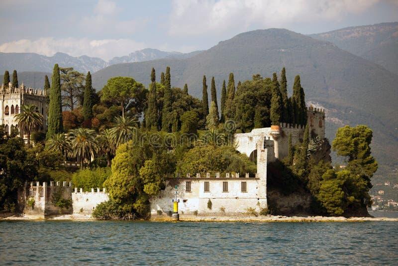 Download Landhaus in dem See Garda stockfoto. Bild von italien - 27726902