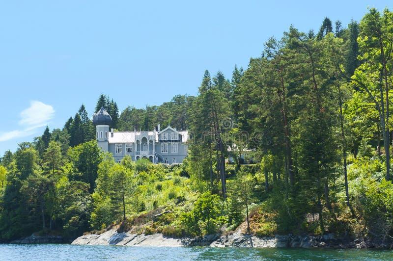 Landhaus des norwegischen Violinenvirtuosen Ole Bull auf Lysoen-Insel stockfotos