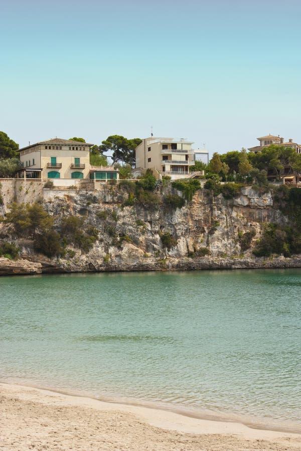 Landhaus durch Ozean lizenzfreie stockfotos