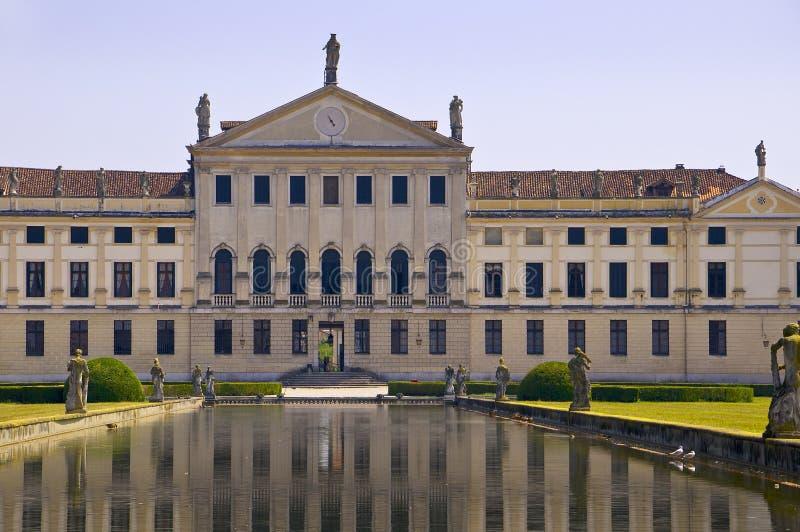 Landhaus Pisani-Reflexionen stockfotos