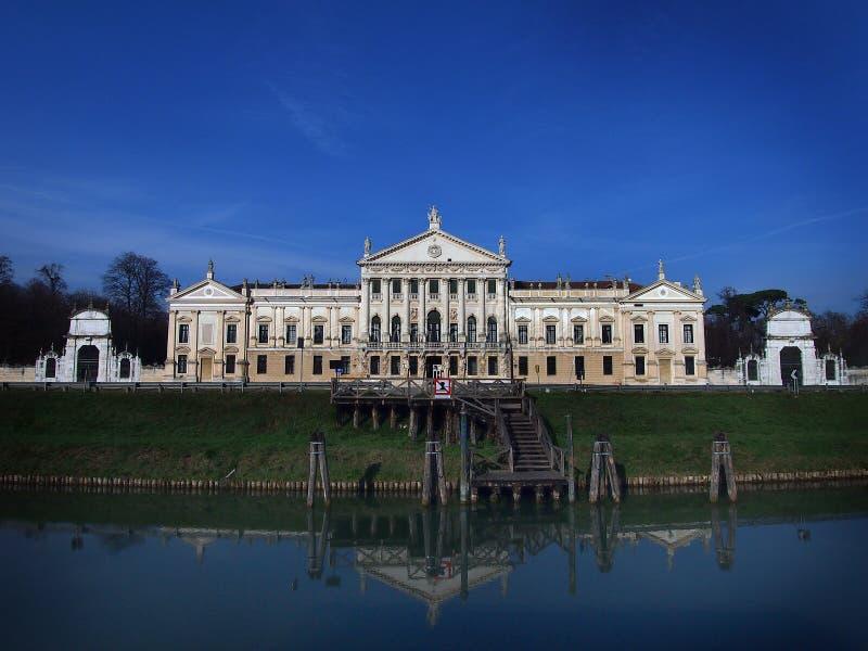 Landhaus Pisani in Stra Italien und der Brenta-Fluss stockbilder