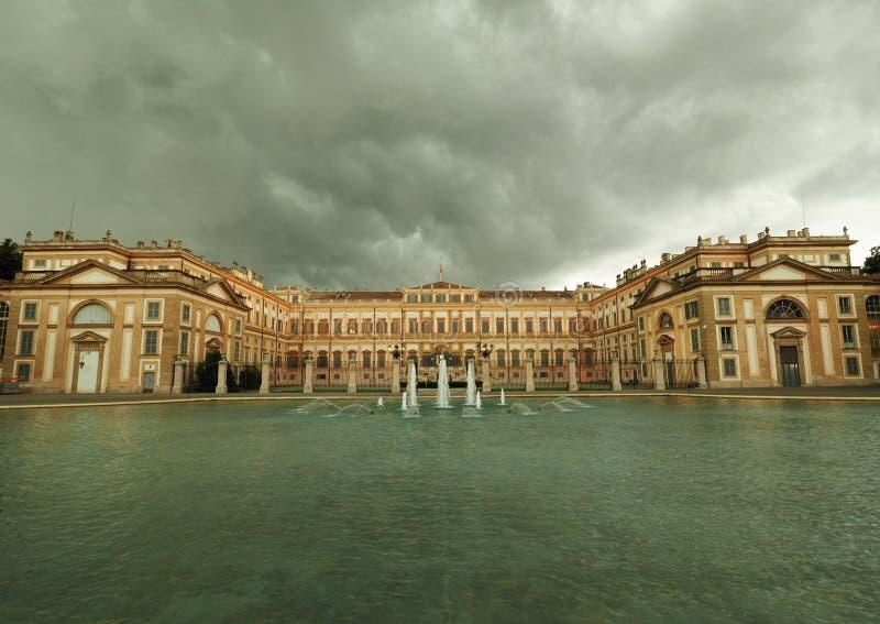 Landhaus reale Palast, königlicher Garten und großer Brunnen in Monza lizenzfreies stockfoto