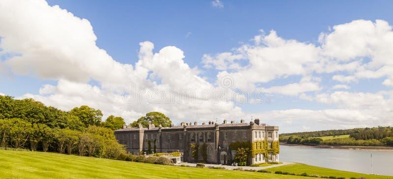 Landhaus Winkel des Leistungshebels Newydd Anglesey lizenzfreies stockfoto