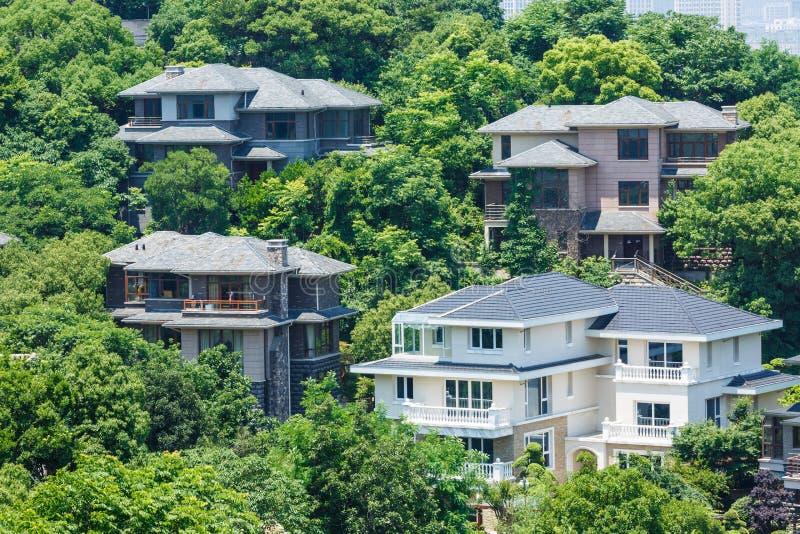 Landhausgruppen-Gebäudelandschaft stockbild