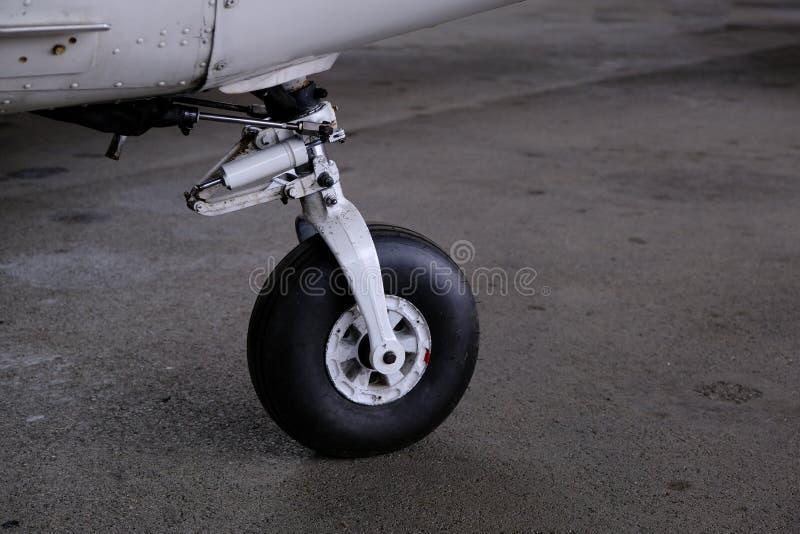 Landingsgestel dicht omhoog, licht sport aicraft wiel royalty-vrije stock afbeeldingen
