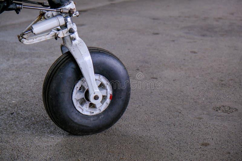 Landingsgestel dicht omhoog, licht sport aicraft wiel stock afbeeldingen