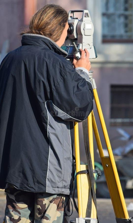 Landinspektör på vägkonstruktionen arkivbild