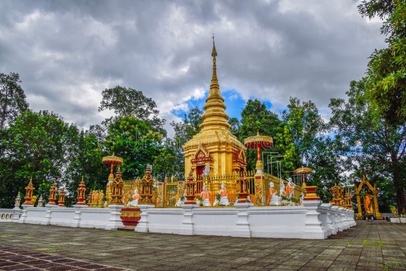 Landmark of Chiang Rai - Wat Phra That Doi Wao dans l'après-midi à Maesai, Chiang Rai, Thaïlande, saison des pluies : septembre 2 photo stock