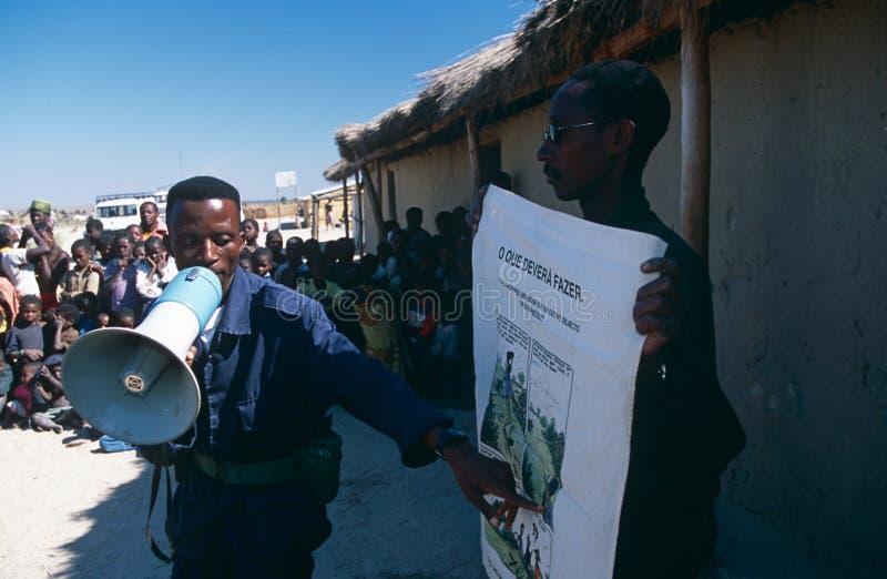 Landmine voorlichting in oorlog-verwoest Angola. royalty-vrije stock afbeeldingen