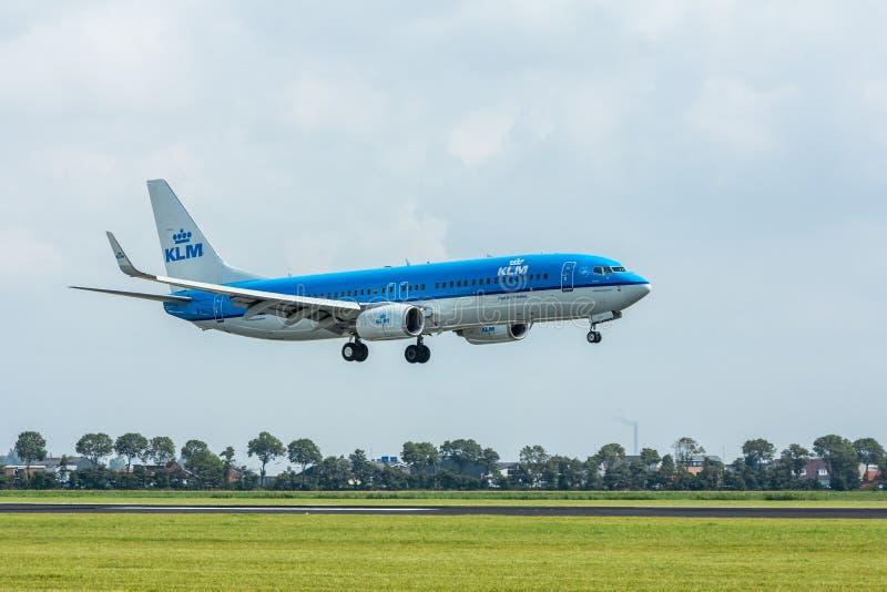 Landning för KLM passagerarestråle royaltyfri foto