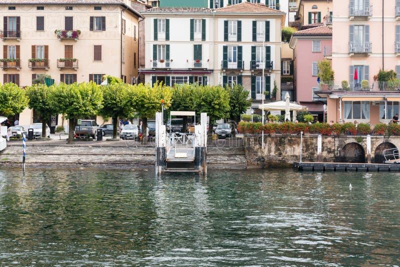 Landningbrygga på Bellagio på sjön Como arkivfoton
