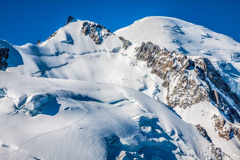 Landscapeview del verano del macizo de la montaña de Mont Blanc de Aiguille d imagenes de archivo