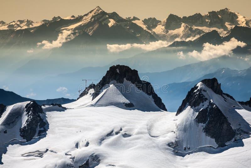 Landscapeview do verão do maciço de Mont Blanc de Aiguille d imagem de stock