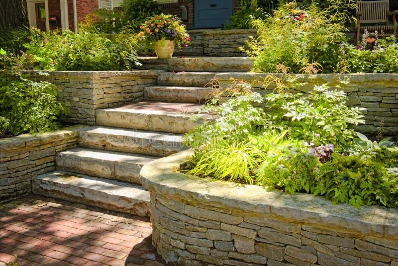 landscaping естественный камень стоковое фото rf