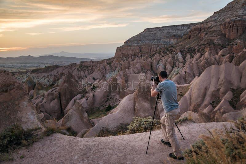 Landscaspe摄影师在卡帕多细亚 库存图片