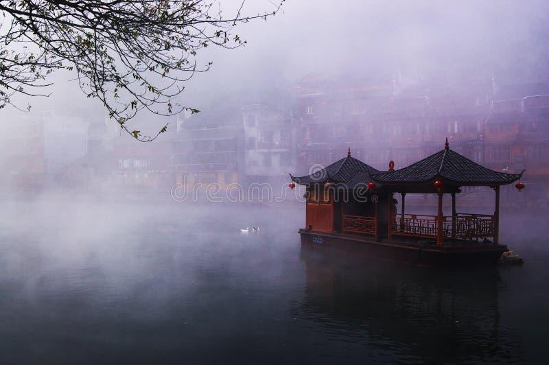 Landschaft auf dem Fluss lizenzfreie stockfotografie