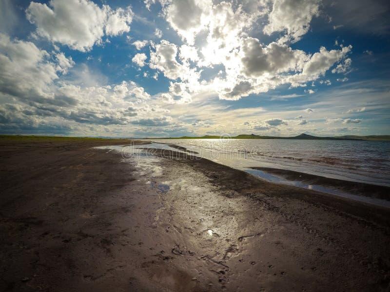 Landschaft auf dem Ufer des Sees lizenzfreie stockfotografie