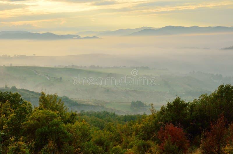 Landschaft bei Sonnenuntergang lizenzfreie stockfotografie