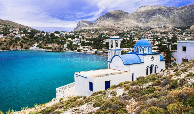 Landschaft der Insel Kalymnos - malerische Kirche am Meer Dodekanese, Griechenland stockfotos
