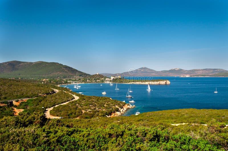 Landschaft der K?ste von Sardinien stockfotografie
