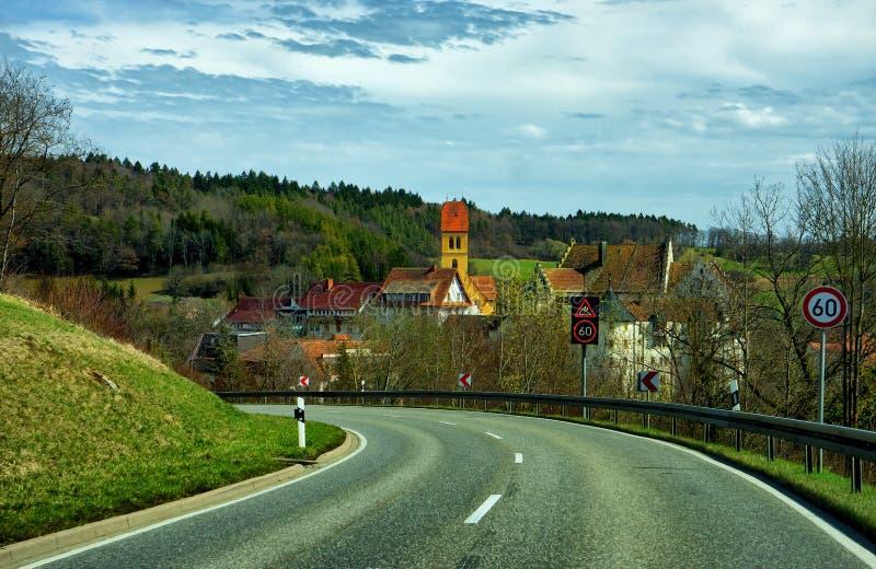 Landschaft der Straße zu Bodensee nahe uberlingen stockbild