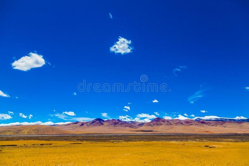 Landschaft des Berges auf Qinghai-Hochebene, China stockbilder
