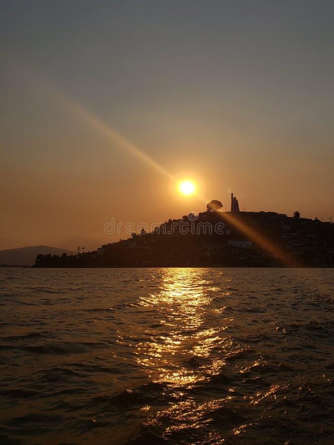 Landschaft im Patzcuaro See, Michoacan w?hrend des Sonnenuntergangs, der Reise und des Tourismus in Mexiko stockbild