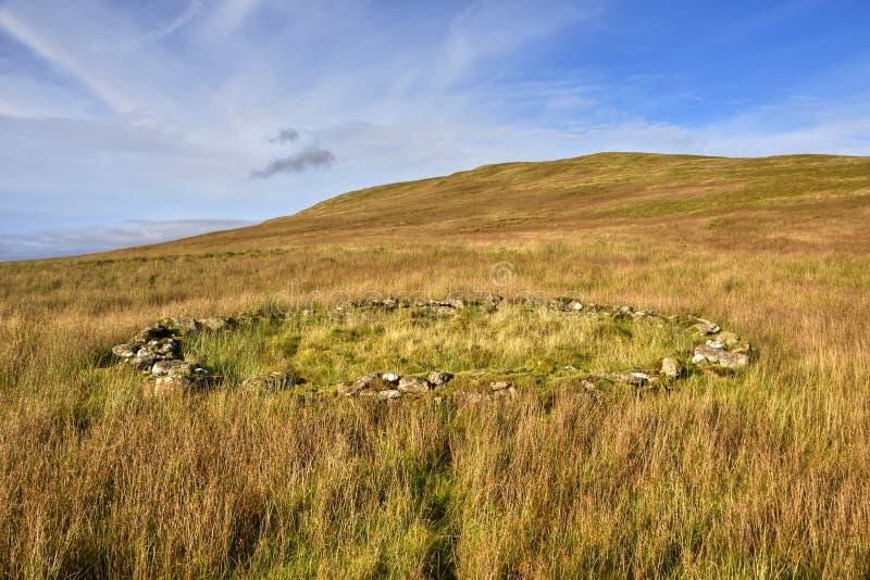 Landschaft mit altem Rundschreiben Drystone Sheepfold stockfoto