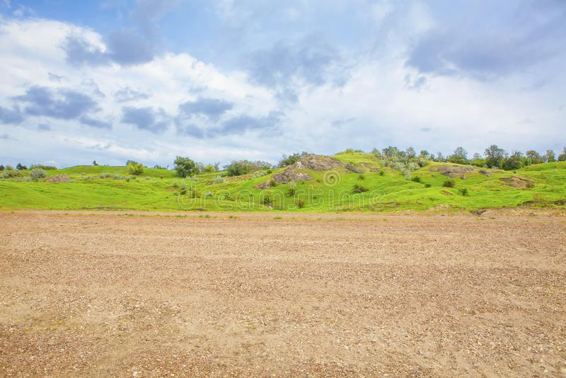 Landschaft mit grünen Hügeln stockbilder