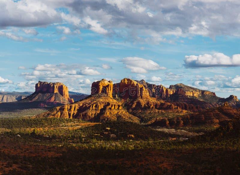 Landschaft mit Kathedralen-Felsen lizenzfreies stockfoto