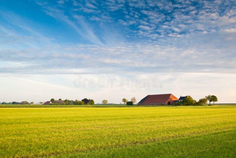 Landschaft mit Landwirt lizenzfreie stockfotos