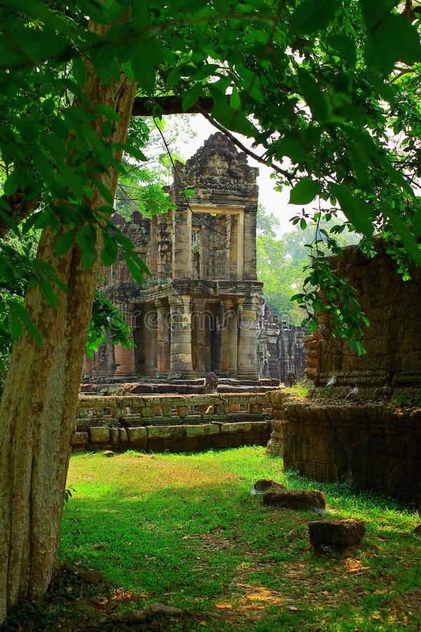 Landschaft mit Preah Khan Temple im Dschungel lizenzfreies stockfoto