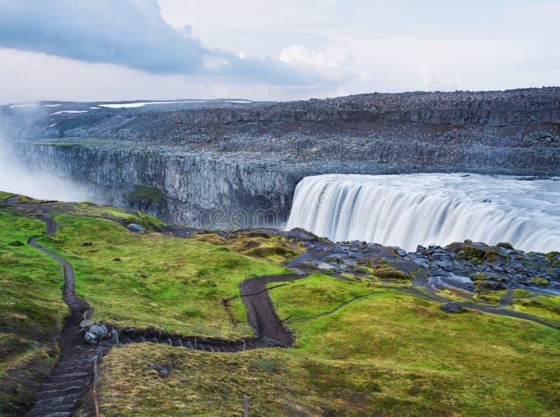 Landschaft mit Wasserfall Dettifoss, Island stockbilder
