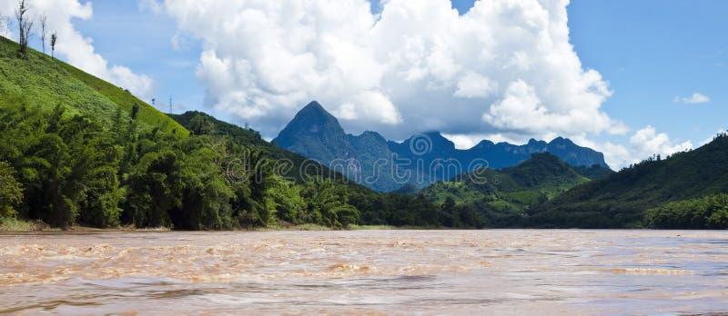 Landschaft um Nam Ou-Fluss stockfotos
