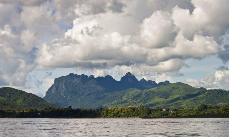 Landschaft um Nam Ou-Fluss stockfoto