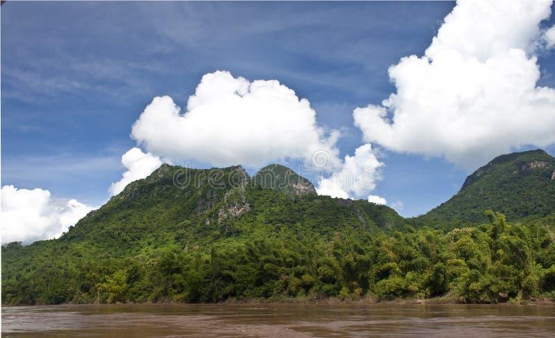 Landschaft um Nam Ou-Fluss lizenzfreie stockfotografie