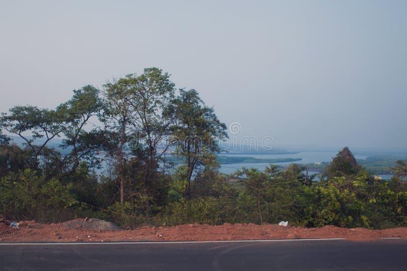 Landschaft vom Fenster des Autos lizenzfreie stockfotos