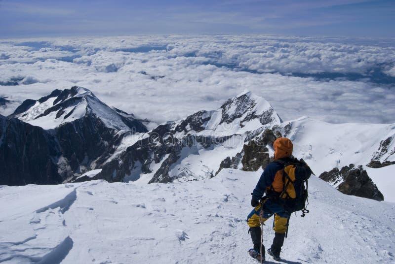Landschaft von den Alpenbergen lizenzfreie stockfotos