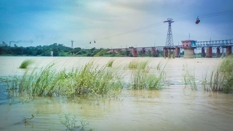 Landschaft von einer Flussbank Damodar stockbilder