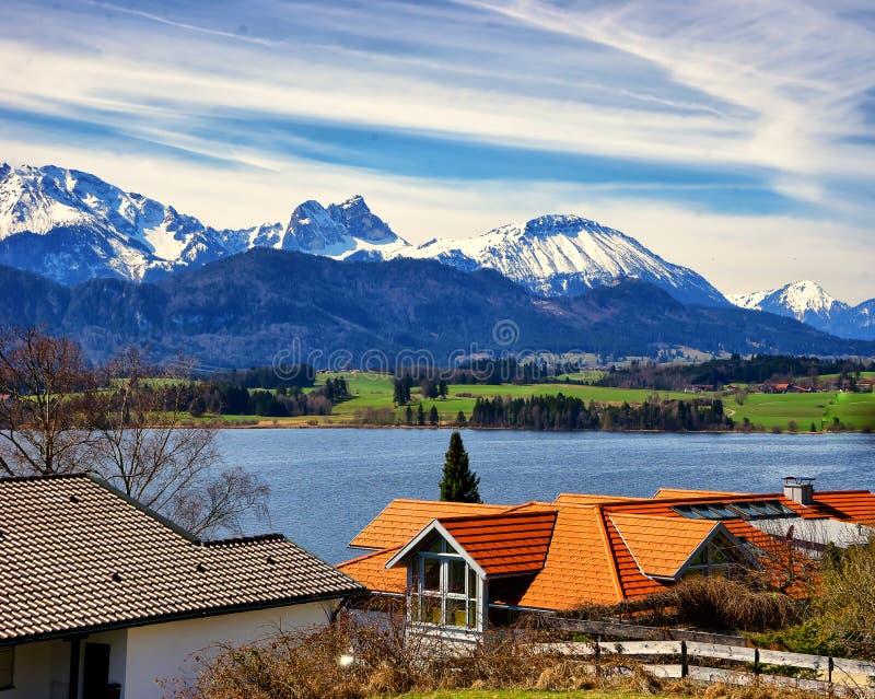 Landschaft von Forggensee See in Deutschland lizenzfreies stockfoto